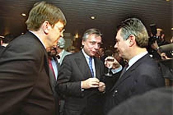REACTIES <b>VLD</b>. Verhofstadt: 'VLD niet doodgebloed'