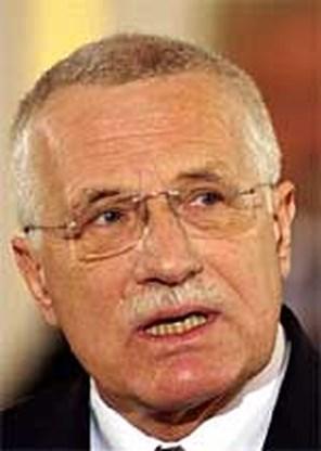 Tsjechische president jaagt Europarlemenstleden in de gordijnen