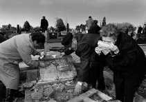 In het najaar van 1991 werd Vukovar wekenlang belegerd door het door Serviërs gecontroleerde Joegoslavische leger. De stad werd in puin geschoten.  <br><br><!--para1-->