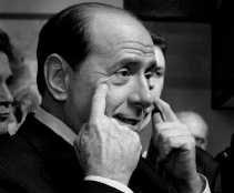 Silvio Berlusconi: mediawet ,,bijgestuurd''.  <br><br><!--para1-->