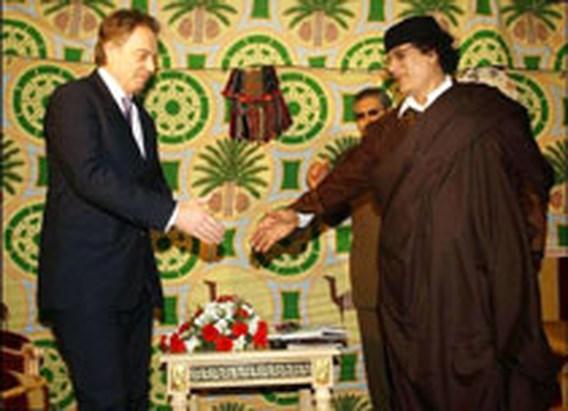 Blair geeft Khadafi historische handdruk