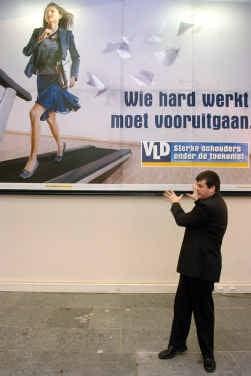 De VLD verkwanselde  haar marktleiderschap  en viel terug op haar  PVV-achterban van zelfstandigen en ondernemers.