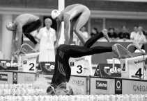 Wereldrecordhouder Ian Thorpe valt van het startblok tijdens de olympische kwalificaties voor de 400 meter vrije slag.