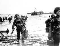 Amerikaanse troepen landen op Omaha Beach op 6 juni 1944.
