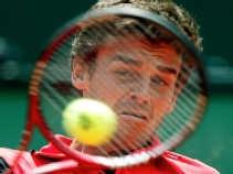 De Braziliaan Gustavo Kuerten speelde voortdurend onder de pijnstillers: ,,Tennissen betekent pijn voor mij. Ik moet leren spelen met pijn.''
