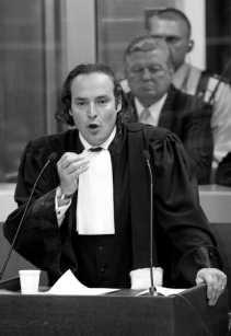 ,,Veroordeel Nihoul maar, want hij kan niet bewijzen dat hij niet heeft deelgenomen aan de ontvoering van Laetitia'', zegt advocaat Frédéric Clement de Cléty.