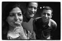 Nedjma Hadj, hier met haar collega's Jamal Boukhriss en Kadi Abdelmalek van het theatergezelschap Dito'Dito: ,,Als er vooruitgang is, heeft dat te maken met de openheid van huizen als de KVS of de Beursschouwburg, die de verhalen van de stad willen brenge