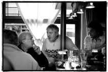 ,,Ze moeten in het café komen debatteren, in plaats van op televisie. De Vlamingen kennen hun politici niet meer. Wie gaat er nog de baan op? Wie zie je nog aan de toog?''