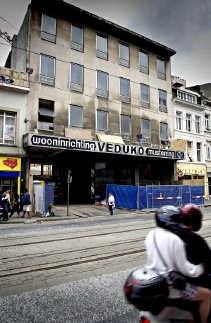 De oude meubelwinkel staat al zes jaar te verkrotten.