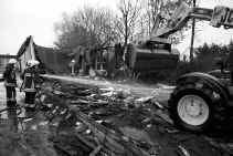 Incidenten zoals de schoolbrand in Eeklo bewijzen dat de achterstand in de scholenbouw niet zonder gevaar is.