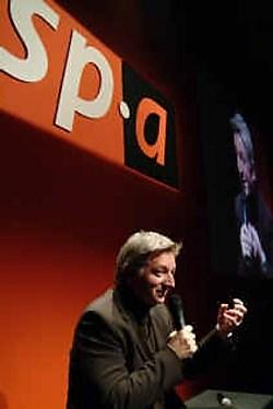 SP.A-voorzitter Steve Stevaert was weer bijzonder enthousiast over zijn ideeënrijke ministers.