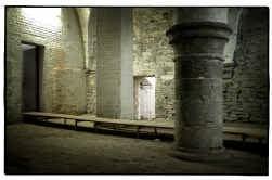 De kelders onder het stadhuis vormen een wirwar van ruimtes, trapjes en gangen.