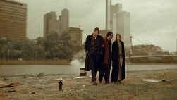 1 januari 2000: einde een eeuw, einde van de film en einde van de trilogie: de jonge generatie zit met een kater.