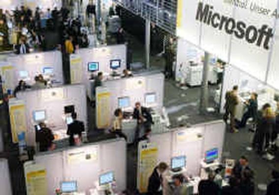 Microsoft sluit boekjaar af met 24 pct minder kwartaalwinst