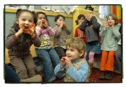 Meer dan helft van de kinderen in de eerste en tweede kleuterklas in de basisschool van Beringen-Mijn komt uit een gezin waar er thuis geen Nederlands wordt gesproken .