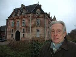 Burggraaf Michel Desmaisières woont nog steeds in het vervallen Kasteel van Heers.