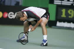 Olivier Rochus is uitgeput na zijn spannende wedstrijd tegen de Rus Marat Safin.