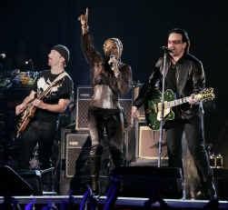 U2, samen met Mary J. Blige.