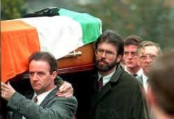 In oktober 1993 vallen bij een IRA-bomaanslag in een protestantse viswinkel negen doden. Thomas Begley, een medeplichtige, komt ook om het leven. Gerry Adams draagt Begleys kist, wat een schandaal veroorzaakt.
