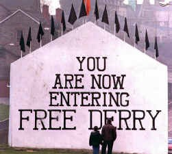 Achter de ,,Vrij Derry''-muur ligt het IRA-territorium.