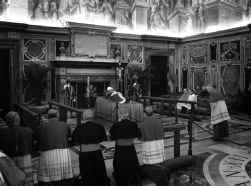 Het lichaam van de paus lag gisteren opgebaard in de Salla Clementina van het Apostolisch Paleis.
