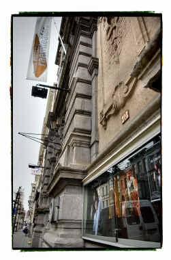 Het Raamtheater in Antwerpen dreigt nog maar eens zijn subsidies kwijt te spelen.
