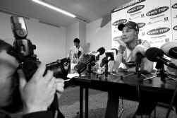 ,,Tom Boonen won niet alleen vaak, hij is ook jong, aantrekkelijk en communicatief. Dat hij aanslaat bij de vrouwen is voor ons belangrijk. Want zij beslissen veelal over de aankoop van wooninrichtingproducten'', zegt Philiep Caryn van sponsor Quick Step.