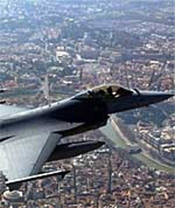 F-16's onderscheppen verdacht vliegtuig