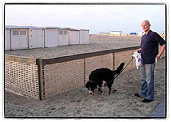 Nette baasjes krijgen gratis hondenpoepzaktasjes