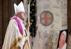 Wordt kardinaal Danneels paus? De tv supportert mee.