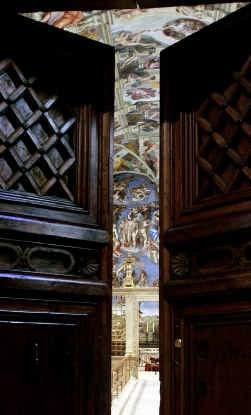 Vandaag gaan de deuren van de Sixtijnse kapel dicht achter de kardinalen.
