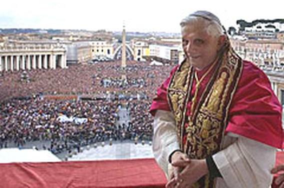 Paus reikt landen zonder banden met Vaticaan de hand