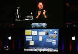 Steve Jobs, de ceo van Apple, lichtte het besturingssysteem Tiger in januari toe.