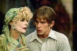 Anne Bancroft en Ethan Hawke in 'Great Expectations'.