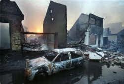 13 mei 2000. De ravage na de vuurwerkexplosie in Enschede is onwaarschijnlijk.