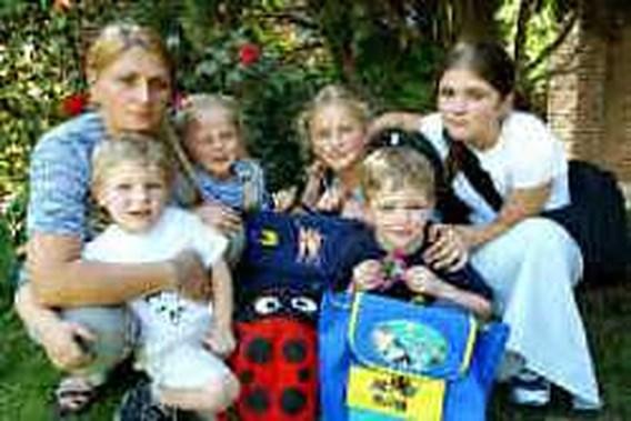 Moeder van vijf gewurgd onder tractor