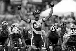 Alessandro Petacchi heeft de negende etappe van de Ronde van Italië gewonnen, zijn zestiende zege in de Giro, pas de eerste zege dit seizoen. In een massasprint was hij sneller dan Poalo Bettini.