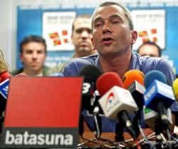 Batasuna-woordvoerder Joseba Permach pleitte op een persconferentie voor de vrijlating van Arnaldo Otegi.