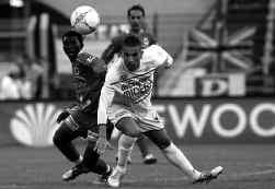 Matchen uit tweede klasse (hier: FC Antwerp - Roeselare) worden minder toegankelijk voor de regionale omroepen.