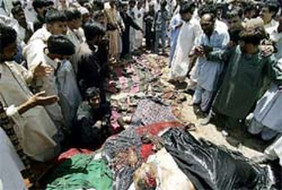 Zeker 20 doden bij zelfmoordaanslag op Pakistaans heiligdom (update)