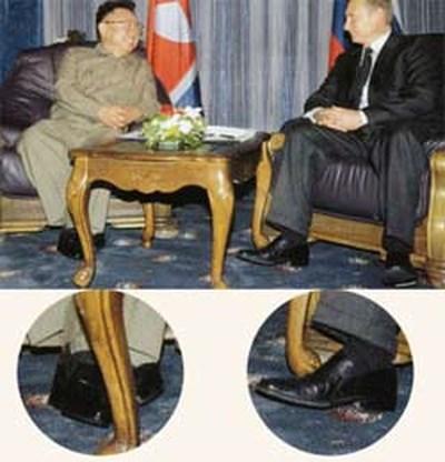 Kim Jong II draagt plateauzolen