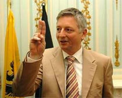 Steve Stevaert neemt ontslag als gouverneur van Limburg