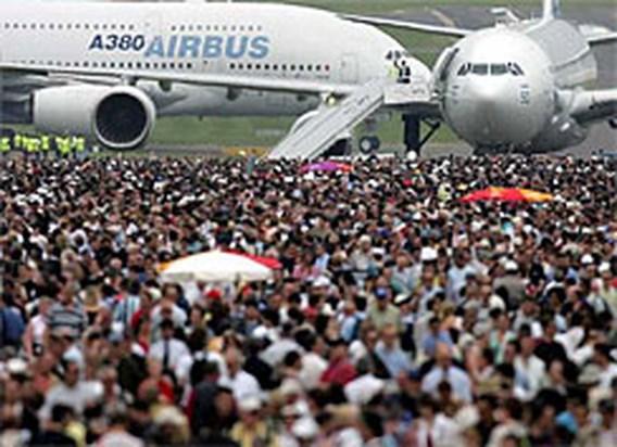 Vliegtuigbouwers krijgen berg nieuwe contracten