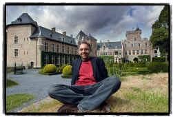 Luc Vanackere: ,,Op warme dagen, bij valavond, lijkt het of het kasteel boven je hoofd in de wolken geprojecteerd wordt.''