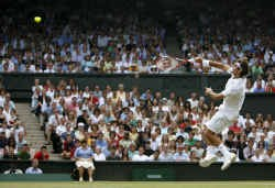 Roger Federer is de eerste speler in het professionele tijdperk die zijn vijf eerste Grand-Slamfinales wint. Op Wimbledon deed hij het met het meest volmaakte tennis dat het Centre Court ooit aanschouwde.