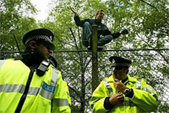 Betoging bij Britse basis kernduikboten zet druk op G8