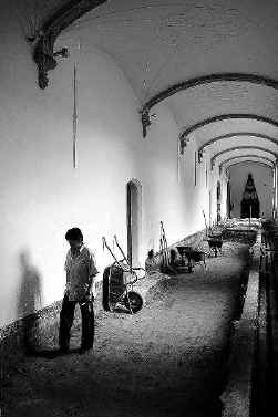De gangen van de Bijloke-abdij leiden je vanaf 2008 sfeervol naar het verleden.