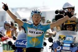 Bernucci toont zich in Nancy de sterkste én de behendigste. Vinokoerov blijft nog net uit de greep van het peloton en pakt 19 seconden terug op leider Lance Armstrong.