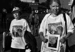 Voor de rechtbank daagden gisteren enkele betogers op, met T-shirts waarop zowel Pim Fortuyn als Theo van Gogh afgebeeld staat.