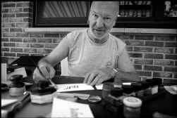 ,,Een letter moet een letter blijven'', zegt Voet. Hij bewondert de middeleeuwse monniken, moderne kalligrafie is niet aan hem besteed.